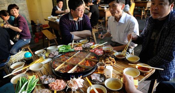 Chuyện lạ: Toàn nước Thụy Điển làm cả năm không bằng số tiền người Trung Quốc đi ăn nhà hàng