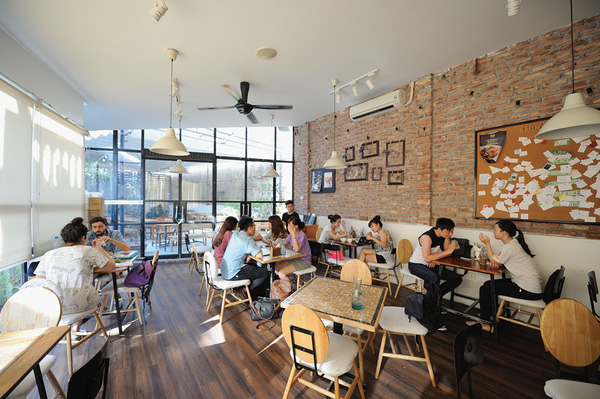 Mô hình The KAfe là nhà hàng kết hợp ẩm thực Âu-Á, có lối thiết kế sang trọng, đẹp mắt