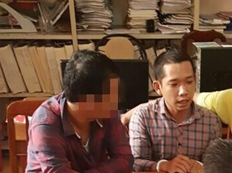 Nghi can Hưng (bên phải) cướp ngân hàng vừa bị bắt giữ (Ảnh báo Pháp luật TP.HCM)