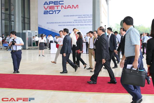 Thủ tướng Nguyễn Xuân Phúc có mặt từ rất sớm