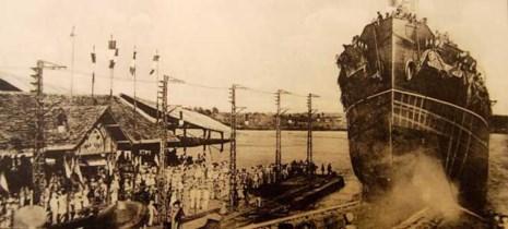 Đóng tàu tại xưởng Ba Son, Sài Gòn. Ảnh: TƯ LIỆU