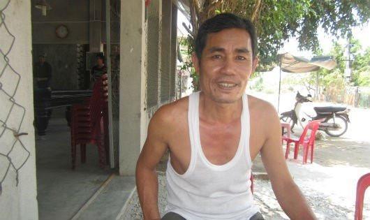 Ông Sơn kể chuyện với phóng viên