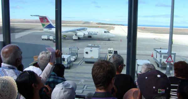 'Sân bay vô dụng nhất thế giới' đón chuyến bay đầu tiên