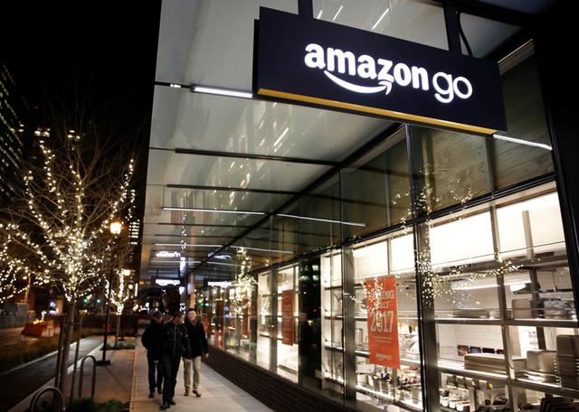 Cửa hàng vắng bóng nhân viên Amazon Go tại Mỹ.
