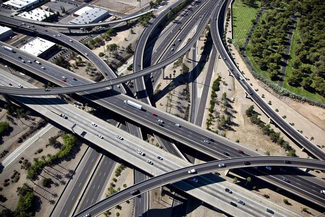 Xây dựng cơ sở hạ tầng: Cơn ác mộng của nước Mỹ - Ảnh 1.