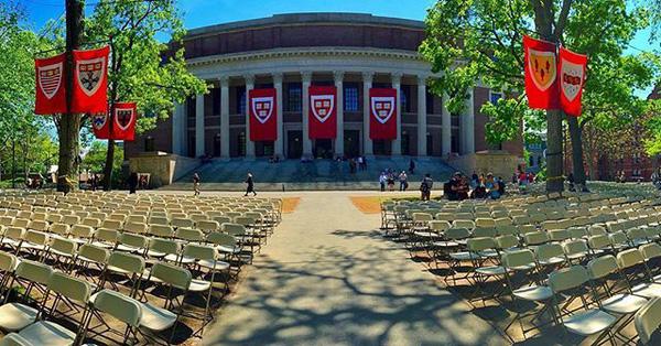 Harvard đuổi học sinh viên vì tội... chat dung tục trên Facebook