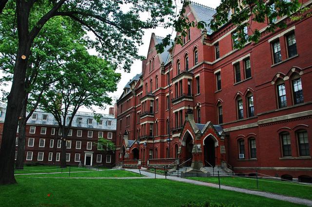 Harvard đuổi học sinh viên vì tội... chat dung tục trên Facebook - Ảnh 1.