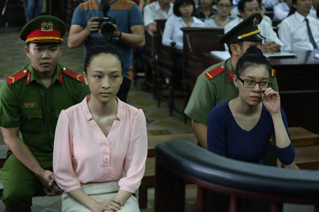 Bị cáo Trương Hồ Phương Nga và Nguyễn Đức Thuỳ Dung trong ngày xử thứ 2 (Ảnh: Pprz)