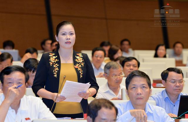 Đại biểu Bạch Thị Hương Thủy - Hòa Bình phát biểu tại Hội trường bày tỏ ủng hộ với quy định của dự thảo Luật