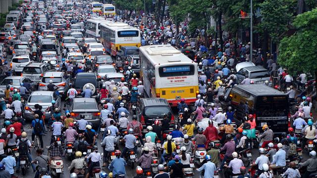 Hà Nội dự kiến cấm xe máy trong nội thành từ 2030 - Ảnh 1.