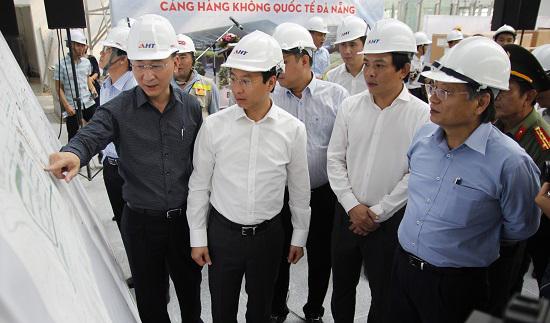 Bí thư Thành ủy Đà Nẵng Nguyễn Xuân Anh trong một lần đi kiểm tra tiến độ công trình