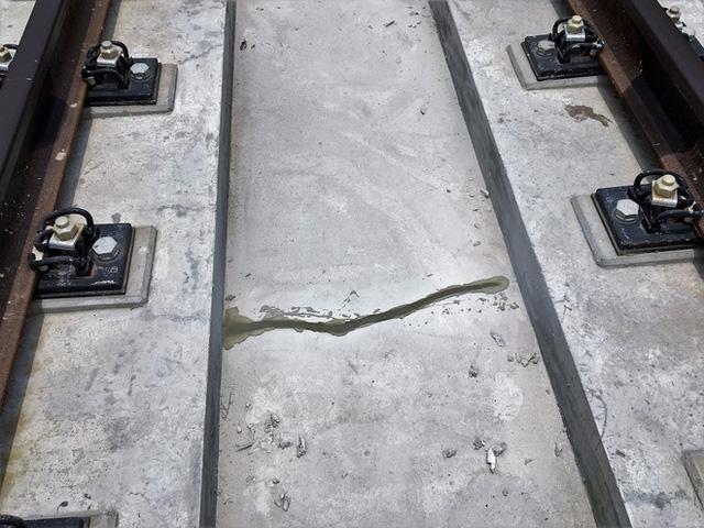 Cận cảnh những vết nứt tại dự án đường sắt trên cao Cát Linh - Hà Đông - Ảnh 3.