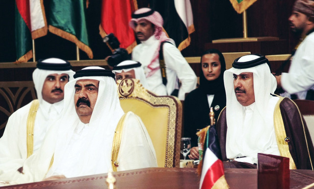 Quốc vương Hamad và Thủ tướng Hamad bin Jassim bin Jaber Al Thani khi còn đương nhiệm.