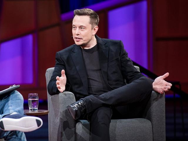 Tỉ phú Elon Musk đang có một năm 2017 đầy bận rộn.