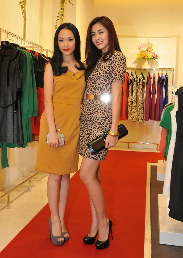 Hoa hậu Phương Nga cũng có mối quan hệ mật thiết với nhiều anh chị em trong nghề. Trong ảnh, Phương Nga chụp cùng Tăng Thanh Hà tại một sự kiện.