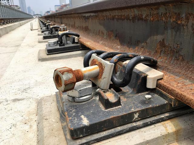 Cận cảnh những vết nứt tại dự án đường sắt trên cao Cát Linh - Hà Đông - Ảnh 9.