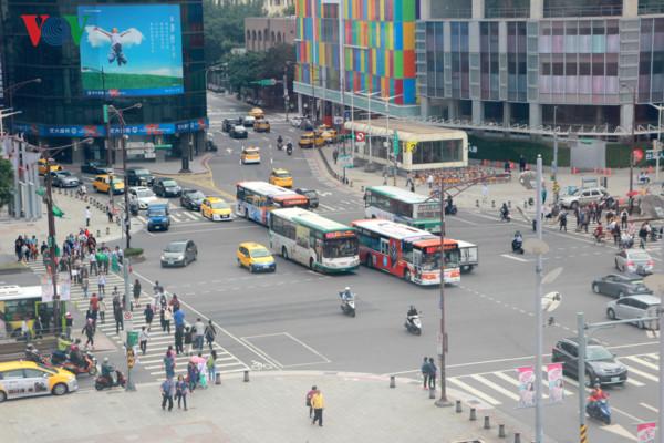 Vì sao Đài Loan đông xe máy nhất thế giới nhưng vẫn không tắc đường? - Ảnh 2.