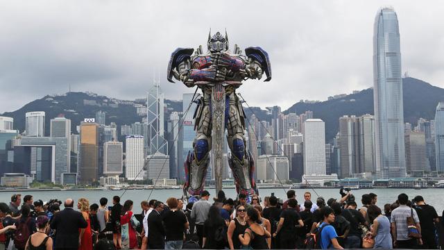 Transformers: The Last Knight nói gì về tương lai Hollywood tại Trung Quốc ? - Ảnh 1.