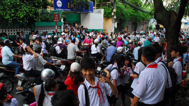 Cảnh tắc đường trước cổng trường học trở thành mối lo của nhiều người. (Ảnh: Internet)