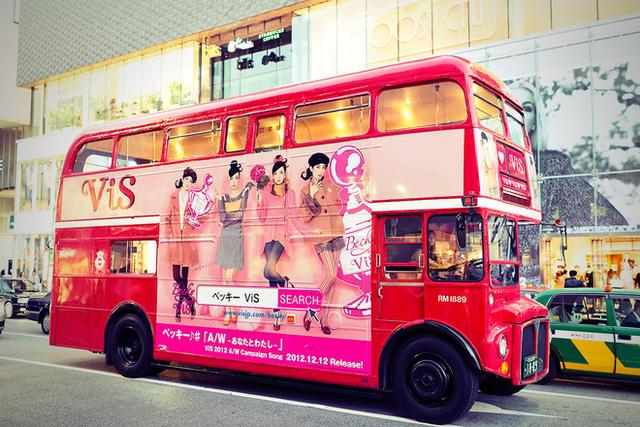 Một chiếc buýt hai tầng rất cute kiểu Nhật